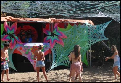 mozamboogy crowd dancing